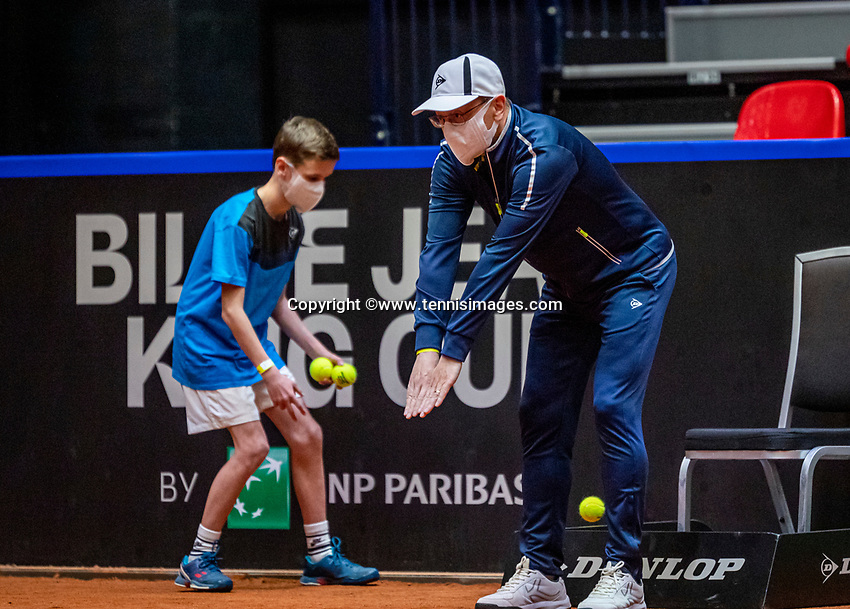 Den Bosch, The Netherlands, April 16, 2021,    Maaspoort, Billy Jean King Cup  Netherlands -  China , First Match:Linesman and ballboy with facemask<br /> Photo: Tennisimages/Henk Koster