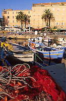 France/Corse/Corse-du-Sud/2A/Ajaccio: Pointus sur le port de pêche