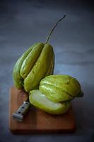 Gastronomie Générale /Diééttique:  Courge - Christophine ou  chouchou, ou  Chayotte, bio  //  General Gastronomy / Diet: Squash - Christophine or chouchou, or Chayotte, organic