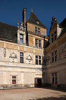 Europe/Europe/France/Midi-Pyrénées/46/Lot/Env de Saint-Céré/ Saint-Jean-Lespinasse: Château de Montal - la cour d'honneur - Style renaissance