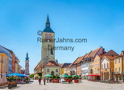 Deutschland, Niederbayern, Deggendorf auch Tor zum Bayerischen Wald genannt: Oberer Stadtplatz, Altes Rathaus   Germany, Lower Bavaria, Deggendorf: Upper Townsquare, Old Townhall