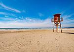 Spanien, Andalusien, Provinz Cádiz, Zahara de los Atunes: Strand an der Costa de la Luz, Aussichtsturm der Wasserwacht | Spain, Andalusia, Province Cádiz, Zahara de los Atunes: beach at Costa de la Luz, life guard watch tower