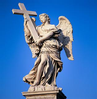 Italy, Lazio, Rome: Close up of statue on Castel Sant'Angelo Bridge   Italien, Latium, Rom: Engelsstatue auf der Bruecke des Castel Sant'Angelo, der Engelsburg