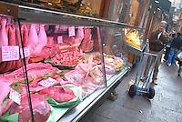 - Bologna, alimentary store in a street near Maggiore square....- Bologna, negozio di alimentari in una via presso piazza Maggiore..