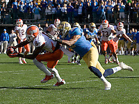 A.J. Jenkins catches the ball during Kraft Bowl against UCLA at AT&T Park in San Francisco, California on December 31st, 2011.   Illinois defeated UCLA, 20-14.