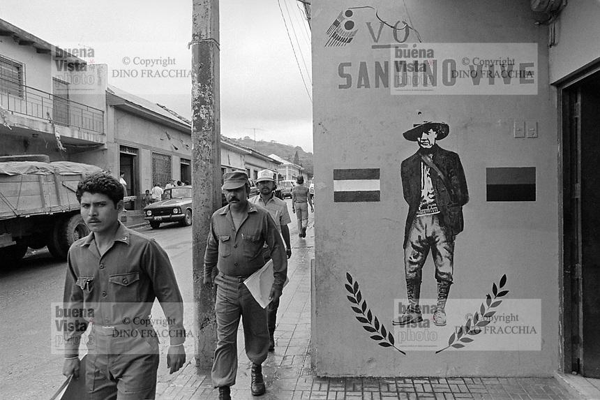 - Nicaragua, soldiers in the city of Matagalpa (January1988) <br /> <br /> - Nicaragua, militari nella città di Matagalpa (Gennaio1988)