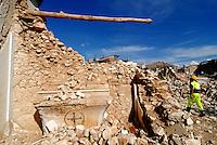 SAN GREGORIO / L'AQUILA / ABRUZZO - 8 LUGLIO 2009.<br /> TRA LE MACERIE DELL'ABITATO DI SAN GREGORIO, UNO DEI PAESI PIU' SEGNATI DAL SISMA DEL 6 APRILE.<br /> FOTO LIVIO SENIGALLIESI.<br /> SAN GREGORIO / L'AQUILA / ABRUZZO / ITALY.BUILDINGS DESTROYED BY THE EARTHQUAKE.<br /> PHOTO LIVIO SENIGALLIESI