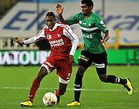 Cercle Brugge KSV - KV Kortrijk : Renato Neto  (rechts) zit Steeven Joseph Monrose op de hielen.foto VDB / BART VANDENBROUCKE