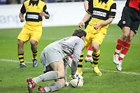 Marc Ziegler (BVB) haelt<br /> Eintracht Frankfurt vs. Borussia Dortmund, Commerzbank Arena<br /> *** Local Caption *** Foto ist honorarpflichtig! zzgl. gesetzl. MwSt. Auf Anfrage in hoeherer Qualitaet/Aufloesung. Belegexemplar an: Marc Schueler, Am Ziegelfalltor 4, 64625 Bensheim, Tel. +49 (0) 6251 86 96 134, www.gameday-mediaservices.de. Email: marc.schueler@gameday-mediaservices.de, Bankverbindung: Volksbank Bergstrasse, Kto.: 151297, BLZ: 50960101