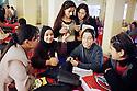 Irak 2000.Des étudiantes à la cafétéria de l'université.Iraq 2000.Students in the cafeteria