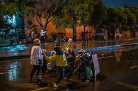 BOGOTA - COLOMBIA, 25-05-2021: Un manifestante arroja una piedra mientras otros se resguardan del ESMAD (Escuadrón Móvil Antidisturbios de la Policía) durante los disturbios en el sector de las Américas de la ciudad de Bogotá durante el día 28 del Paro Nacional en Colombia hoy, 25 de mayo de 2021, para protestar contra el gobierno de Ivan Duque además de la precaria situación social y económica que vive Colombia. El paro fue convocado por sindicatos, organizaciones sociales, estudiantes y la oposición. / A protester throws a stone while others protect themselves of the ESMAD (Police Anti-Riot Mobile Squad) during the riots at Portal Las Americas sector of the city of Bogota during the day 28 of the National strike in Colombia today, May 25, 2021, to protest against the government of Ivan Duque in addition to the precarious social and economic situation that Colombia is experiencing. The strike was called by unions, social organizations, students and the opposition in Colombia. Photo: VizzorImage / Diego Cuevas / Cont