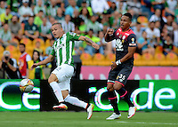 MEDELLÍN -COLOMBIA-22-MAYO-2016.Tomás Maya (Izq.) de Atlético Nacional  disputa el balón con Antony Otero (Der.) de Santa Fe   durante partido por la fecha 19 de Liga Águila I 2016 jugado en el estadio Atanasio Girardot ./ Tomás Maya  (L) of Atletico Nacional  for the ball with Antony Otero (R) of Santa Fe during the match for the date 19 of the Aguila League I 2016 played at Atanasio Girardot  stadium in Medellin . Photo: VizzorImage / León Monsalve  / Contribuidor