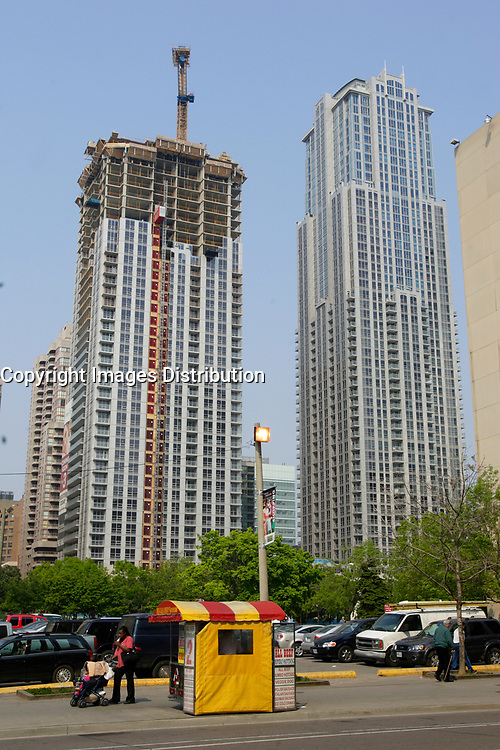 Condomimium tower construction on Yonge street , <br /> in downtown Toronto.<br /> <br /> Photo : Pierre Roussel - Images Distribution