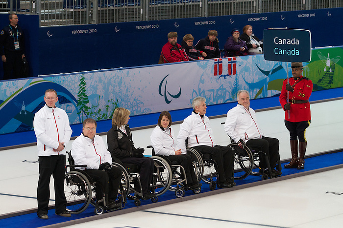 Vancouver 2010 - Wheelchair Curling // Curling en fauteuil roulant.<br /> Team Canada competes in Wheelchair Curling // Équipe Canada participe en curlign en fauteuil roulant. 13/03/2010.