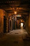Frankreich, Provence-Alpes-Côte d'Azur, Villefranche-sur-Mer: die Rue Obscure, eine von Haeusern ueberbaute Strasse | France, Provence-Alpes-Côte d'Azur, Villefranche-sur-Mer: famous Rue Obscure