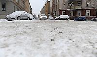 Nach ergiebigem Schneefall in den letzten Tagen sind die Leipziger Starßen noch  immer voll von Schnee. Die Beräumung dauert an. Beräumungszustand in Leipzig Schleußig - im Bild:  Brockhausstraße.   Foto: Norman Rembarz..Norman Rembarz , Autorennummer 41043728 , Holbeinstr. 14, 04229 Leipzig, Tel.: 01794887569, Hypovereinsbank: BLZ: 86020086, KN: 357889472, St.Nr.: 231/261/06432 - Jegliche kommerzielle Nutzung ist honorar- und mehrwertsteuerpflichtig! Persönlichkeitsrechte sind zu wahren. Es wird keine Haftung übernommen bei Verletzung von Rechten Dritter. Autoren-Nennung gem. §13 UrhGes. wird verlangt. Weitergabe an Dritte nur nach  vorheriger Absprache..