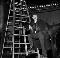 Sujet : Jean Gascon<br /> Date : 5 février 1965<br /> <br />  PHOTO :  © Agence Québec Presse, Fonds Photo Moderne