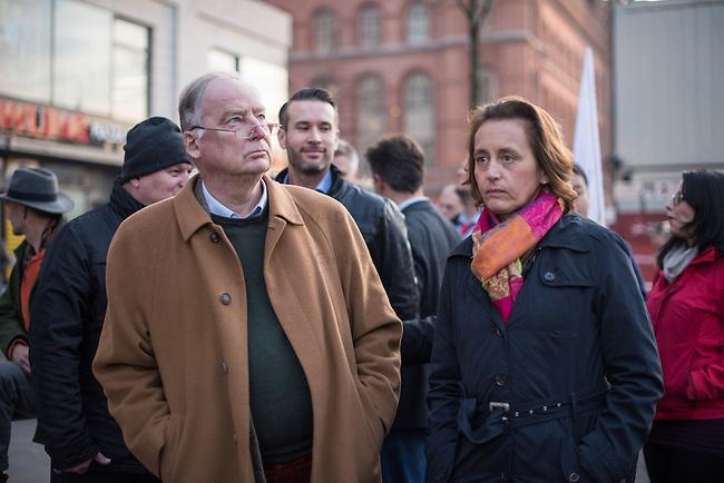 """AfD protestiert in Berlin gegen die Fluechtlingspolitik der Bundesregierung.<br /> Am Samstag den 31. Oktober 2015 versammelten sich ca. 250 Anhaenger der Rechts-Partei Alternative fuer Deutschland (AfD) zu einer Kundgebung gegen die Fluechtlings- und Asylpolitik der Bundesregierung. Dabei wurde die Bundeskanzlerin Angela Merkel mehrfach scharf angegriffen. Die Berichterstattung ueber Fluechtlinge in den Medien wurde mit lautstarken Rufen """"Luegenpresse"""" beschimpft.<br /> Der brandenburgische Landesvorsitzende Gauland forderte eine Fluechtlingspolitik wie in Japan, wo angeblich nur 20 Fluechtlinge pro Jahr aufgenommen werden.<br /> Etwa 350 Menschen protestierten gegen die Veranstaltung der Rechten und blockierten kurzzeitig deren Marschroute. Die Polizei ordnete daraufhin eine verkuerzte Route an und raeumte dafuer der AfD den Weg frei.<br /> Im Bild vlnr.: Alexander Gauland, AfD-Landesvorsitzender aus Brandenburg und Beatrix Amelie Ehrengard Eilika von Storch, geborene Herzogin von Oldenburg, stellvertretende AfD-Vorsitzende.<br /> 31.10.2015, Berlin<br /> Copyright: Christian-Ditsch.de<br /> [Inhaltsveraendernde Manipulation des Fotos nur nach ausdruecklicher Genehmigung des Fotografen. Vereinbarungen ueber Abtretung von Persoenlichkeitsrechten/Model Release der abgebildeten Person/Personen liegen nicht vor. NO MODEL RELEASE! Nur fuer Redaktionelle Zwecke. Don't publish without copyright Christian-Ditsch.de, Veroeffentlichung nur mit Fotografennennung, sowie gegen Honorar, MwSt. und Beleg. Konto: I N G - D i B a, IBAN DE58500105175400192269, BIC INGDDEFFXXX, Kontakt: post@christian-ditsch.de<br /> Bei der Bearbeitung der Dateiinformationen darf die Urheberkennzeichnung in den EXIF- und  IPTC-Daten nicht entfernt werden, diese sind in digitalen Medien nach §95c UrhG rechtlich geschuetzt. Der Urhebervermerk wird gemaess §13 UrhG verlangt.]"""