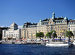 Sweden, Stockholm: Strandvaegen with Royal Dramatic Theatre | Schweden, Stockholm: Strandvaegen und das Koenigliche Dramatische Theater