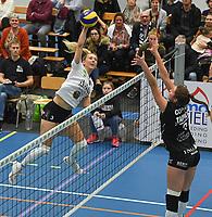 Black and White Company LENDELEDE - Volley Saturnus Michelbeke :<br /> aanvalspoging van Loladina Zwaanswijk (L) op het blok van Michelbeke<br /> <br /> Foto VDB / Bart Vandenbroucke