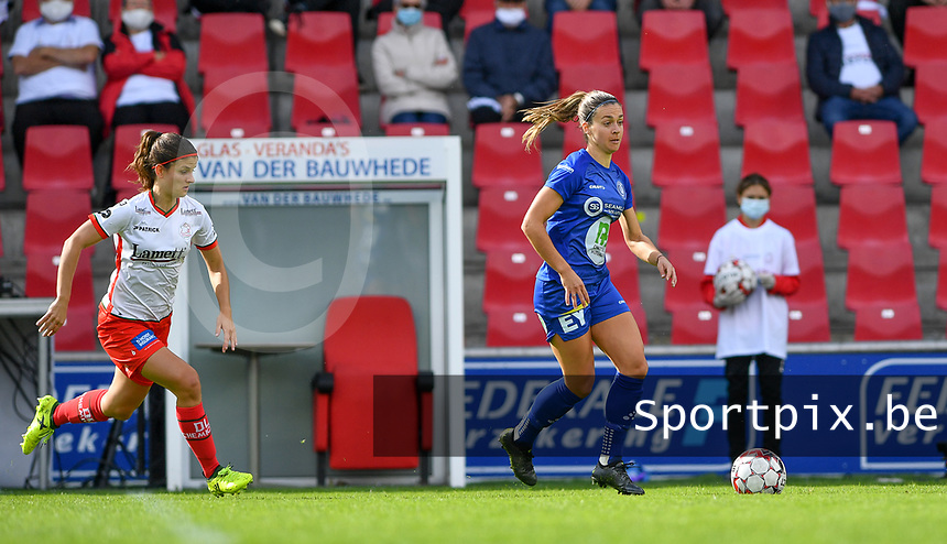 Gent's Elise Meijerinck (23)  pictured in front of Essevee's Amber De Priester during a female soccer game between Zulte Waregem and the KAA Gent Ladies on the fourth matchday of the 2020 - 2021 season of Belgian Scooore Womens Super League , saturday 10 October 2020  in Waregem , Belgium . PHOTO SPORTPIX.BE | SPP | DAVID CATRY