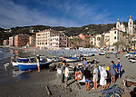 Italy, Liguria, Italian Riviera, Laigueglia: resort at the Riviera delle Palme, fishermen selling their catch directly from the boat