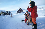 Enfants inuits de Tassilaq en train de jouer. Groënland (côte Est). Région d'Angmagssalik (Ammasalik ou Tassilaq). Eskimo children Greenland (East coast).