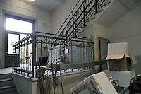 -  Milano, i giovani del centro sociale ZAM (Zona Autonoma MIlanese)  occupano lo stabile di una scuola abbandonata in piazza Sant Eustorgio<br /> <br /> - Milan, the youth of  ZAM social center (Autonomous Zone of Milan ) occupy the building of an abandoned school in Sant Eustorgius square