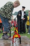 Foto: VidiPhoto..ARNHEM - Enkele duizenden leerlingen van 240 scholen uit heel Nederland hebben donderdag op het terrein van het Nederlands Openluchtmuseum in Arnyhem deelgenomen aan het Techniek Toernooi 2008; de grootste landelijke techniekwedstrijd voor alle groepen van de basisschool. De scholieren moesten onder meer een hijskraan van rietjes, een duikboot en een waterraket (foto) bouwen.