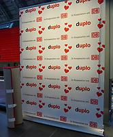 Roter Teppich für die Promis steht bereit - Frankfurt 14.02.2020: Duplo Liebesreise zum Valentinstag nach Paris