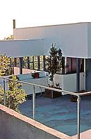 Richard Neutra: Lovell House, Balcony. Photo  '82.