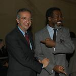 WALTER VELTRONI CON FIDElL MBANGA BAUNA<br /> SERATA PREMI NOBEL   - HOTEL EXEDRA ROMA 2003