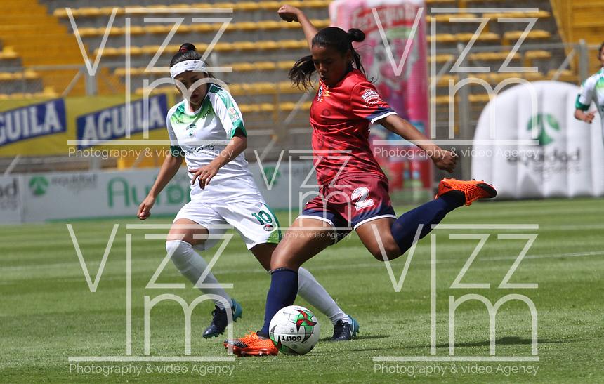 BOGOTÁ- COLOMBIA,27-07-2019:Diana Chávez (Izq.) jugadora de Equidad femenino  disputa el balón conYelitza Toledo (Der.) jugadora de Fortaleza  femenino  durante el 3 partido de la Liga Águila Femenina 2019 jugado en el estadio Metropolitano de Techo de la ciudad de Bogotá. /Diana Chávez (L) player of Equidad fights the ball  against of Yelitza Toledo (R) player of Fortaleza during the date 3th match for the Liga Aguila women  2019 played at the Metropolitano de Techo stadium in Bogota city. Photo: VizzorImage / Felipe Caicedo / Staff