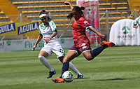 BOGOTÁ- COLOMBIA,27-07-2019:Diana Chávez (Izq.) jugadora de Equidad femenino  disputa el balón conYelitza Toledo (Der.) jugadora de Fortaleza  femenino  durante el 3 partido de la Liga Águila Femenina 2019 jugado en el estadio Metropolitano de Techo de la ciudad de Bogotá. /Diana Chávez (L) player of Equidad fights the ball  against of Yelitza Toledo (R) player of Fortaleza during the date 3th match for the Liga Aguila women  2019 played at the Metropolitano de Techo stadium in Bogota city. Photo: VizzorImage / Felipe Caicedo / Staff