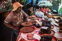 France, île de la Réunion, Saint Paul, marché hebdomadaire de Saint Paul, marchand de vanille  //  France, Ile de la Reunion (French overseas department), weekly open market of Saint Paul, vanilla vendor