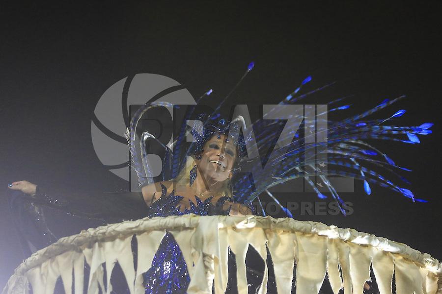 RIO DE JANEIRO,RJ 08.02.2016 - CARNAVAL-RJ - A atriz Suzana Vieira, destaque da escola de samba Grande Rio durante primeiro dia de desfiles do grupo especial do Carnaval do Rio de Janeiro no Sambódromo Marquês de Sapucaí na região central da capital fluminense na  madrugada desta segunda-feira, 08. (Foto: William Volcov/Brazil Photo Press)