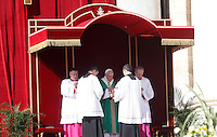 Papa Francesco celebra una messa giubilare in Piazza San Pietro, 9 ottobre 2016.<br /> Pope Frances celebrates a Jubilee Mass in St. Peter's Square at the Vatican, 9 October 2016.<br /> UPDATE IMAGES PRESS/Isabella Bonotto<br /> <br /> STRICTLY ONLY FOR EDITORIAL USE