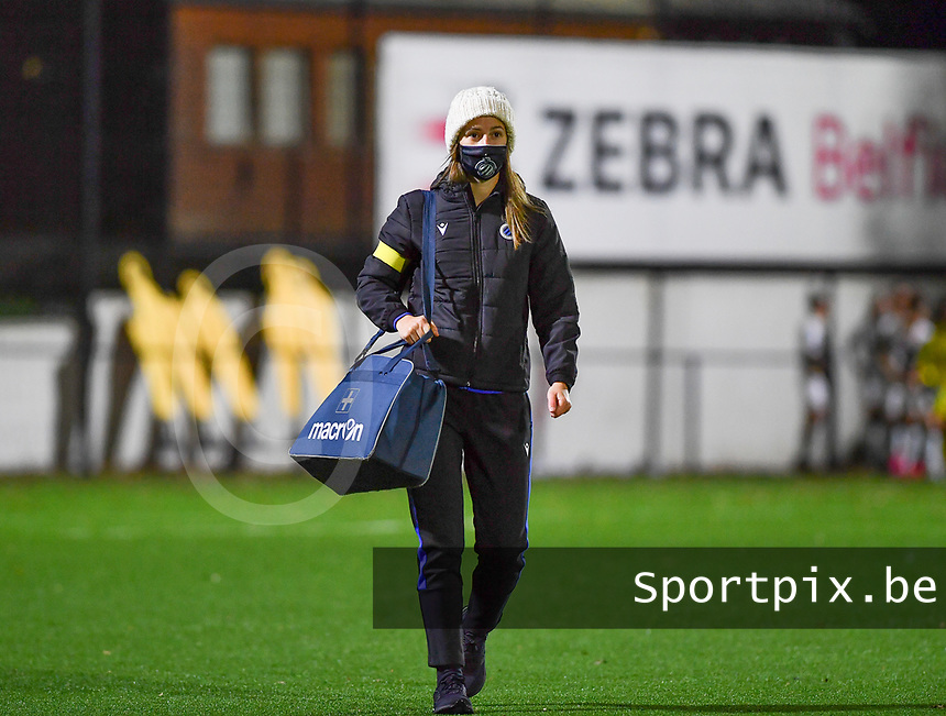 Brugge's caregiver Annick Couffez pictured during a female soccer game between Sporting Charleroi and Club Brugge YLA on the fourth matchday of the 2020 - 2021 season of Belgian Scooore Womens Super League , friday 9 nd of October 2020  in Marcinelle , Belgium . PHOTO SPORTPIX.BE | SPP | DAVID CATRY