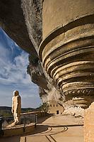 """Europe/France/Aquitaine/24/Dordogne/Périgord Noir/Les Eyzies-de-Tayac: Satue des Eyzies - Connue sous le nom de """"L'homme de Cro-Magnon"""", elle est en fait censée représenter l'homme de Néandertal mais le nom qui lui fut donné par son créateur est : l' homme primitif"""