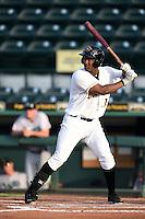 Bradenton Marauders outfielder Josh Bell (17) at bat during a game against the Jupiter Hammerheads on June 25, 2014 at McKechnie Field in Bradenton, Florida.  Bradenton defeated Jupiter 11-0.  (Mike Janes/Four Seam Images)