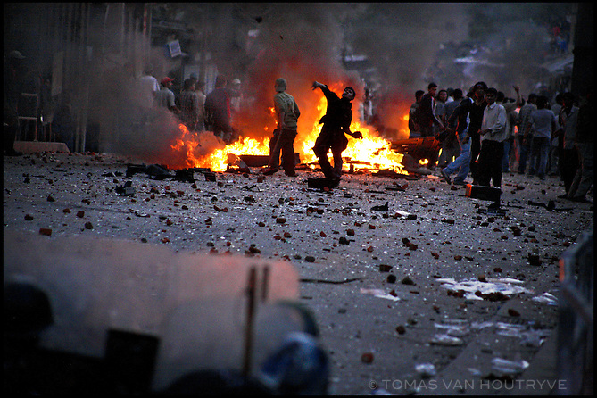 Pro-Democracy protesters throw stones at riot police during clashes in the Kalanki neighborhood of Kathmandu, Nepal on 20 April, 2006. At least three people were killed in Kathmandu when pro-democracy protesters defied curfew orders and rallied against King Gyanendra's absolute rule.<br />