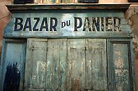 Europe/France/Provence-Alpes-Côte d'Azur/13/Bouches-du-Rhône/Marseille: Quartier du Panier - Détail vieille boutique - rue du panier