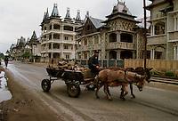 Rich gypsy village, Buzescu, Romania.April 2000.©Karen Robinson