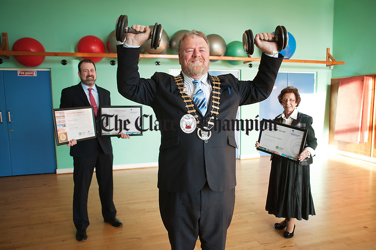 Mayor of Clare Joe Arkins, centre, with Tim Forde, General manager Ennis Sports And Leisure Facilities and Ennis Town Mayor Mary Coote Ryan celebrating the centre's thirteenth award for the White Flag Of Excellence. Photograph by John Kelly.