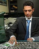 Bancari negli uffici della banca. Bank employees in the offices of the bank....