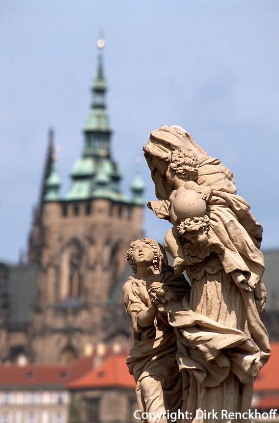 auf der Karlsbruecke (Karlov Most), Prag, Tschechien, Unesco-Weltkulturerbe