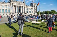 """Mehrere hundert Menschen versammelten sich nach einem anonymen Aufruf im Internet auf der Wiese vor dem Reichstagsgebaeude (Platz der Republik) um gegen die Einschraenkungen des oeffentlichen Lebens zur Eindaemmung der Covid-19-Pandemie zu protestieren. Unter ihnen viele Hooligans, Rechtsextreme, Anhaenger von Verschwoerungstheorien und Esoteriker. Sie riefen in Sprechchoeren """"Wir sind das Volk"""", """"Freiheit, Freiheit"""".<br /> Die Polizei versuchte, zunaechst erfolglos, die Menschen zum verlassen des Platzes zu bewegen. Ein Kamerateam der ARD wurde von einem Hooligan angegriffen. Dieser und andere aggressive Personen wurden festgenommen. Nach ca. 1 1/2 Stunden raeumte die Polizei den Platz.<br /> Im Bild: Menschen beim singen und Kreistanz.<br /> 6.5.2020, Berlin<br /> Copyright: Christian-Ditsch.de<br /> [NUR FUER REDAKTIONELLE ZWECKE! Werbung nur auf Anfrage beim Fotografen. Inhaltsveraendernde Manipulation des Fotos nur nach ausdruecklicher Genehmigung des Fotografen. Vereinbarungen ueber Abtretung von Persoenlichkeitsrechten/Model Release der abgebildeten Person/Personen liegen nicht vor. NO MODEL RELEASE! Don't publish without copyright Christian-Ditsch.de, Veroeffentlichung nur mit Fotografennennung, sowie gegen Honorar, MwSt. und Beleg. Konto: I N G - D i B a, IBAN DE58500105175400192269, BIC INGDDEFFXXX, Kontakt: post@christian-ditsch.de<br /> Bei der Bearbeitung der Dateiinformationen darf die Urheberkennzeichnung in den EXIF- und  IPTC-Daten nicht entfernt werden, diese sind in digitalen Medien nach §95c UrhG rechtlich geschuetzt. Der Urhebervermerk wird gemaess §13 UrhG verlangt.]"""