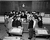Education donnee par des religieux,<br /> vers 1960, au Quebec<br /> <br /> <br /> <br /> PHOTO  : Agence Quebec Presse