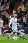 Luka Modric of Real Madrid fights for the ball with Marco Verratti of Paris Saint Germain during the UEFA Champions League 2017-18 Round of 16 (1st leg) match between Real Madrid vs Paris Saint Germain at Estadio Santiago Bernabeu on February 14 2018 in Madrid, Spain. Photo by Diego Souto / Power Sport Images