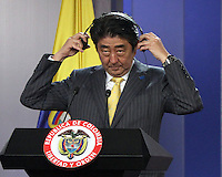 BOGOTA -COLOMBIA. 29-07-2014. Conferencia de prensa ofrecida por el Primer Ministro de Japon Shinzo Abe (Foto) y el presidente de Colombia Juan Manuel Santos  en el Palacio de Nariño durante la  primera visita oficial de un mandatario japones en 106 años a Colombia. /  Press Conference by Prime Minister Shinzo Abe  (Photo)of Japan and President of Colombia Juan Manuel Santos (Right) at the Palacio de Nariño during the first official visit by a Japanese president in 106 years to Colombia. Photo: VizzorImage/ Felipe Caicedo / Staff